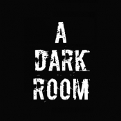 iPhone、iPadアプリ「A Dark Room」のアイコン