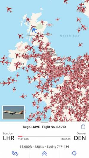 iPhone、iPadアプリ「Plane Finder ⁃ Flight Tracker」のスクリーンショット 1枚目