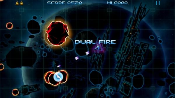 「Retro Dust - Classic Arcade Asteroids Vs Invaders」のスクリーンショット 3枚目