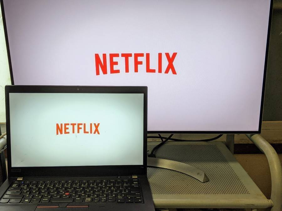 ノートPCをモニターに繋いで『Netflix』を視聴