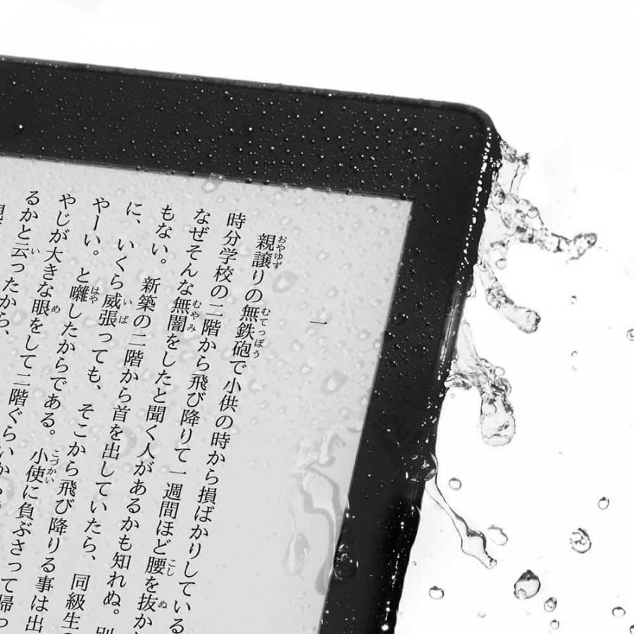 Kindle Paperwhiteに水がかかっている画像