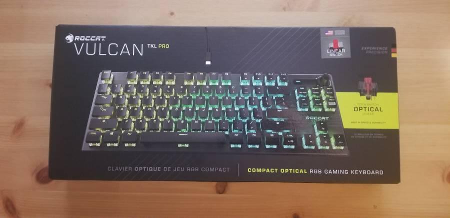 ROCCAT Vulcan TKL Proのパッケージ